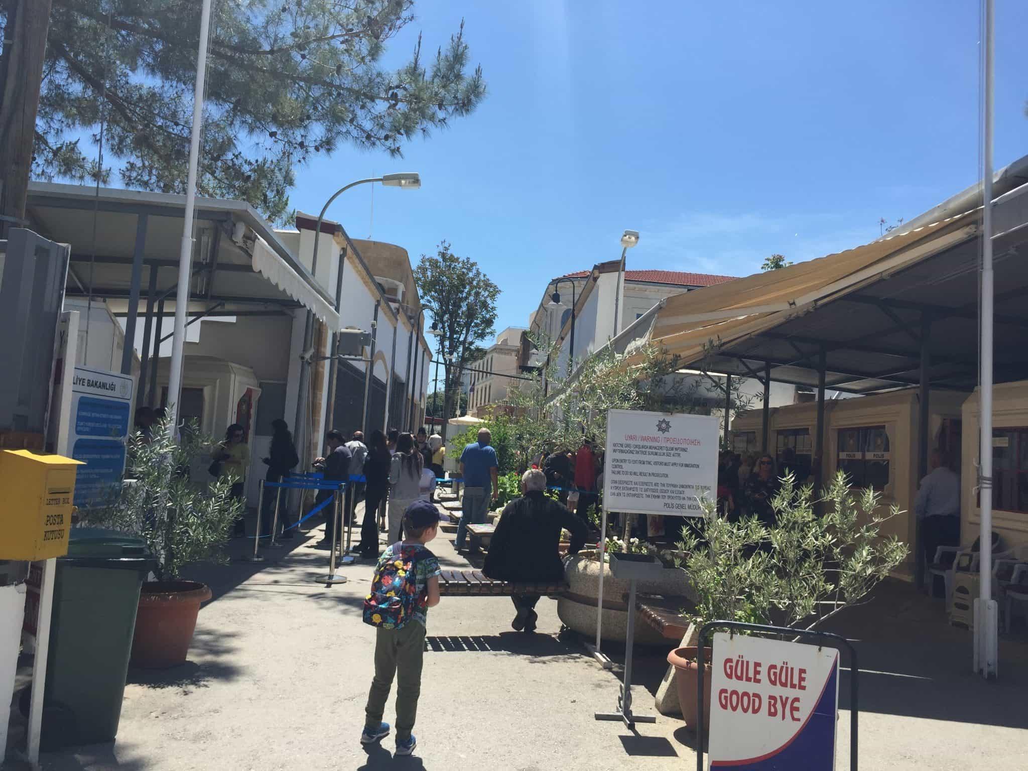 guneye sinir kapisi Kuzey Kıbrıstan Güney Kıbrısa Geçiş
