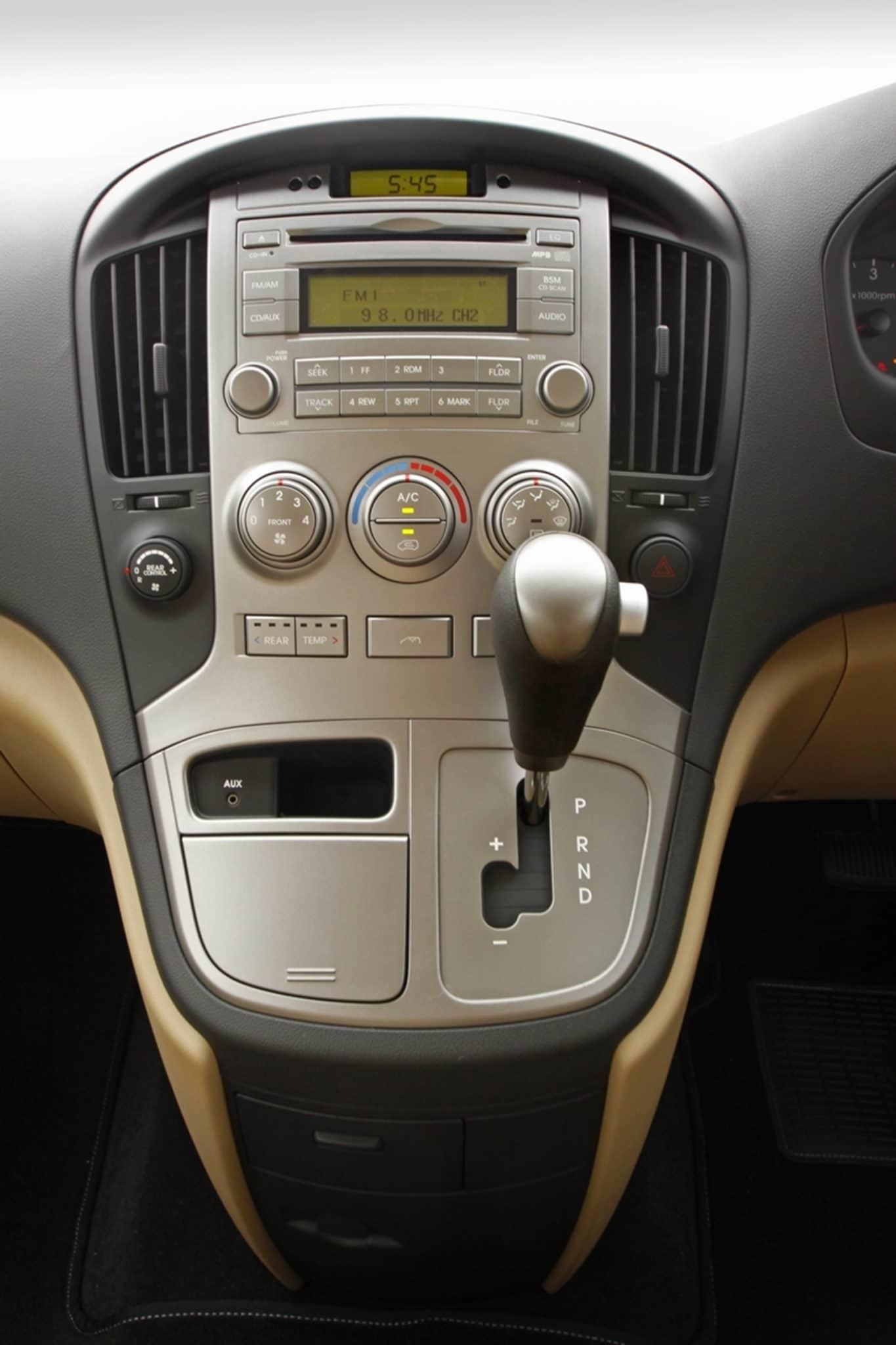 hyundai h1 otomatik vitesli Kıbrısta 2016 Hyundai Minübüs Kiralama